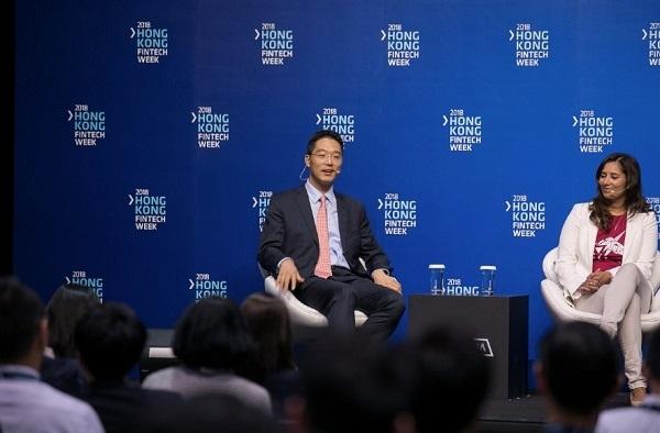 ▲에이젠글로벌 강정석 대표가 홍콩에서 '아바커스' 솔루션을 소개하며 인공지능 금융 혁신에 대해 발표하고 있다