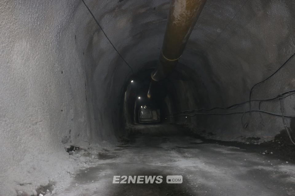 ▲신예미광업소 제2수갱 내부에서는 지하연구소를 건립하기 위한 공사가 한창이다.